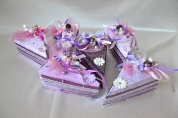 фиолетовые бонбоньерки кусочки торта