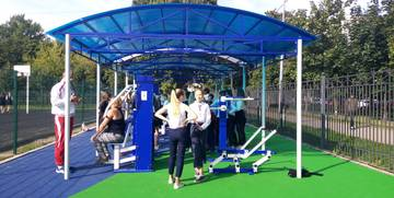 Новые спортивные площадки открылись в двух школах в Петербурге